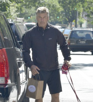 Alec Baldwin Tussles With The Paparazzi Again