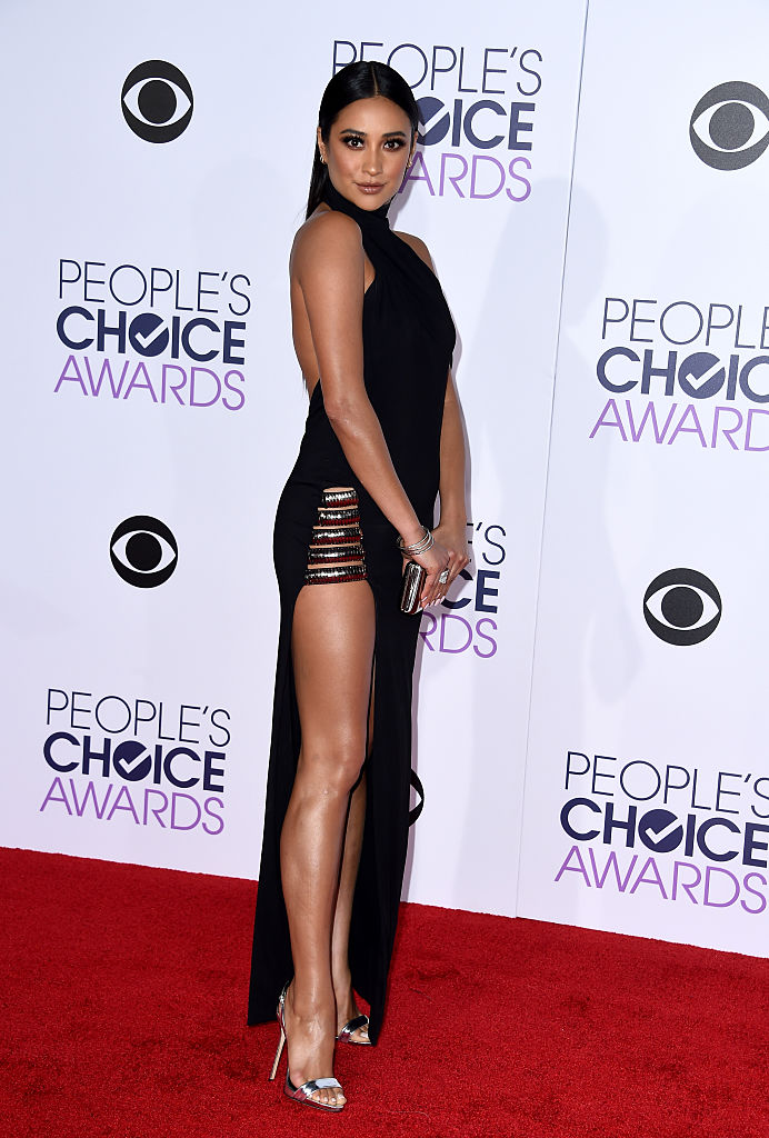 Shay Mitchell People's Choice Awards