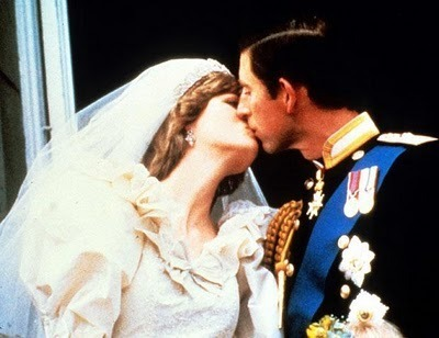 https://i2.wp.com/cdn.sheknows.com/filter/l/gallery/princess_diana_prince_charles_royal_kiss.jpg