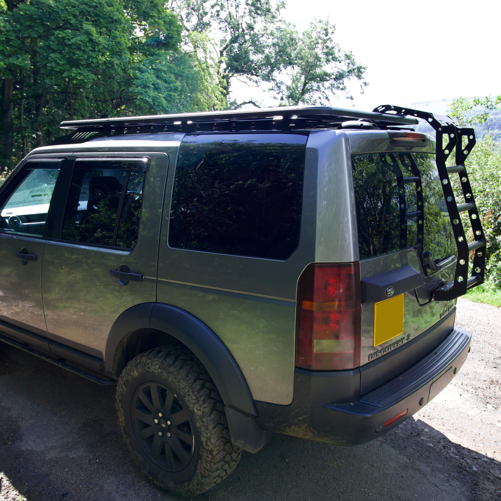 alumod low profile roof rack with rear ladder for land rover discovery 3 4