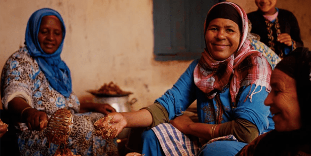 moroccan women cooking couscous