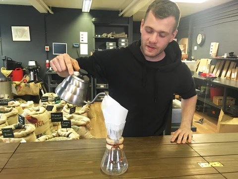 man pouring chemex