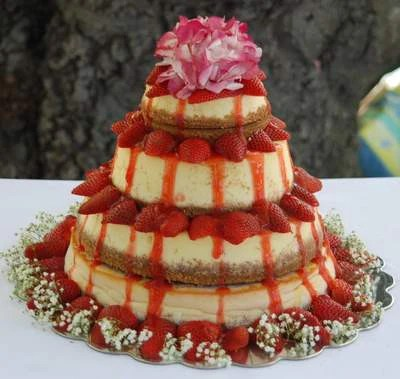 Strawberry Cheesecake Wedding Cakes     Candy Cake Weddings 4 Tier Cheesecake Wedding Cake with Fresh Strawberries and Flowers