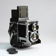 Mamiya C3 with 80/2.8 chrome lens