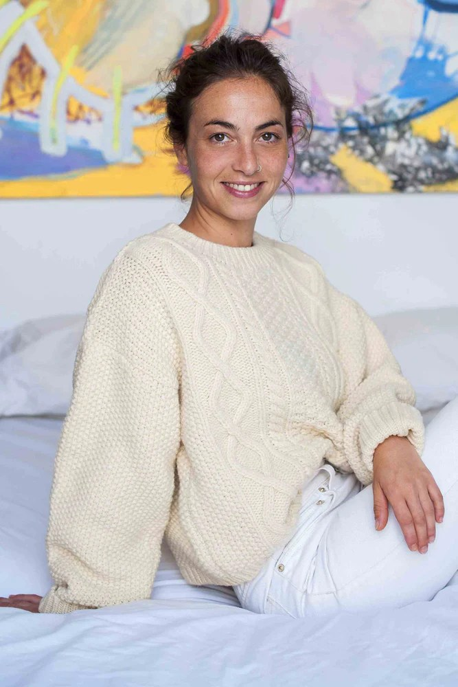 le pull Paola 100% laine mérinos espagnole en coloris crème de chez L'Envers Fashion, tricoté en petite série par des ateliers familiaux en Espagne
