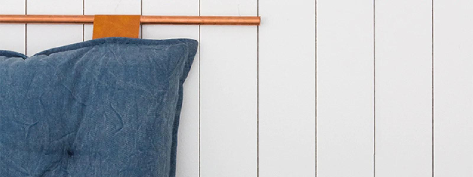 de lit avec des coussins