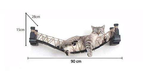 chat mural pont suspendu en bois noir