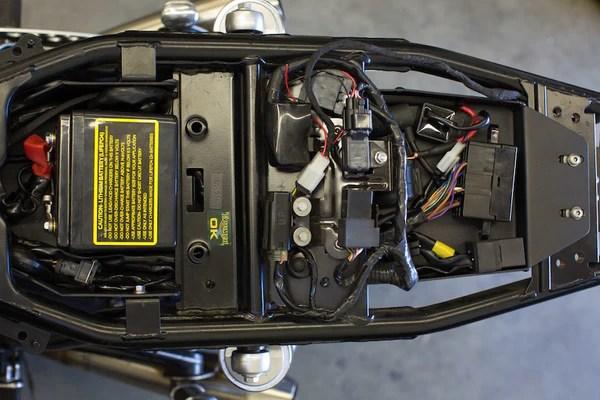 Iron Cobra's Triumph Lay Down Battery Box Kit – Lossa