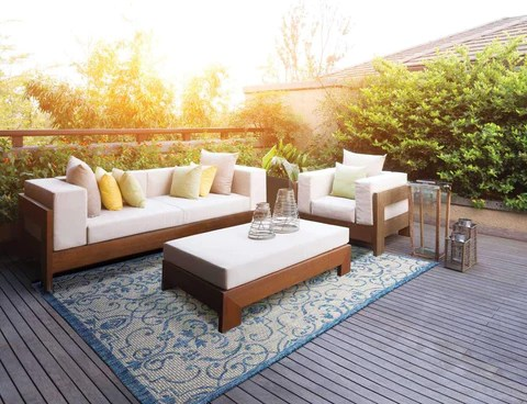 how to choose an outdoor rug for your