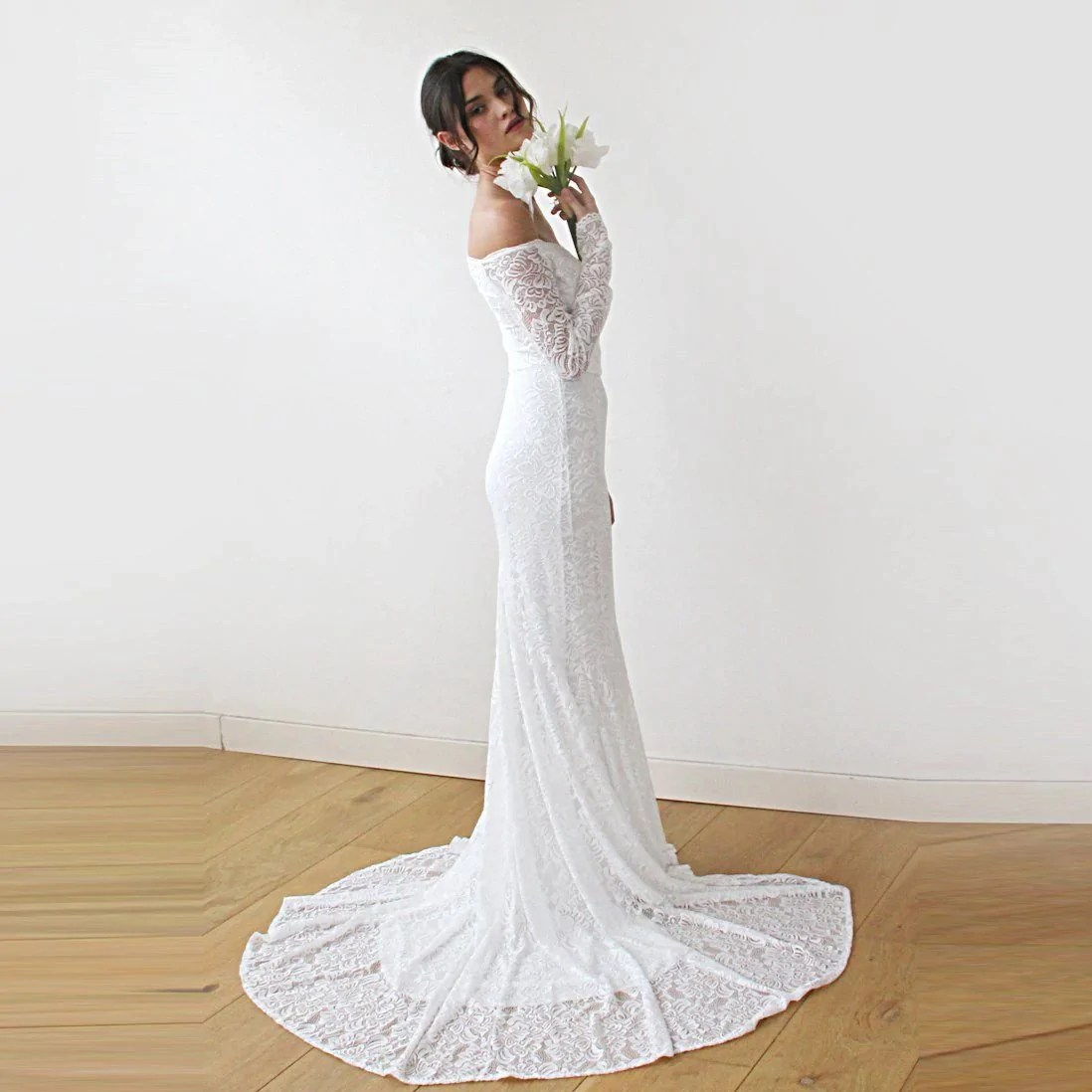 Ivory Wedding Dress With A Train, Sweetheart Cleavage