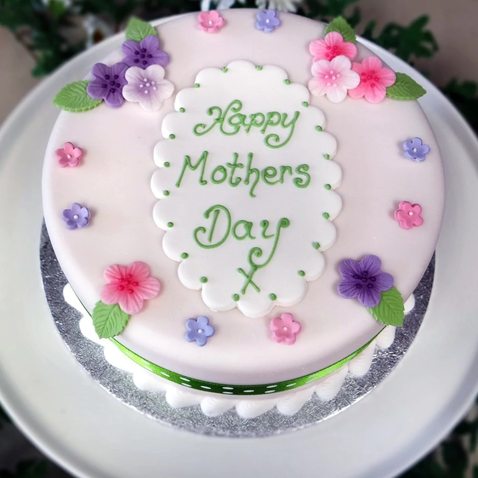 Crafty Cakes | Exeter | UK - Pretty Floral Mothers Day Cake