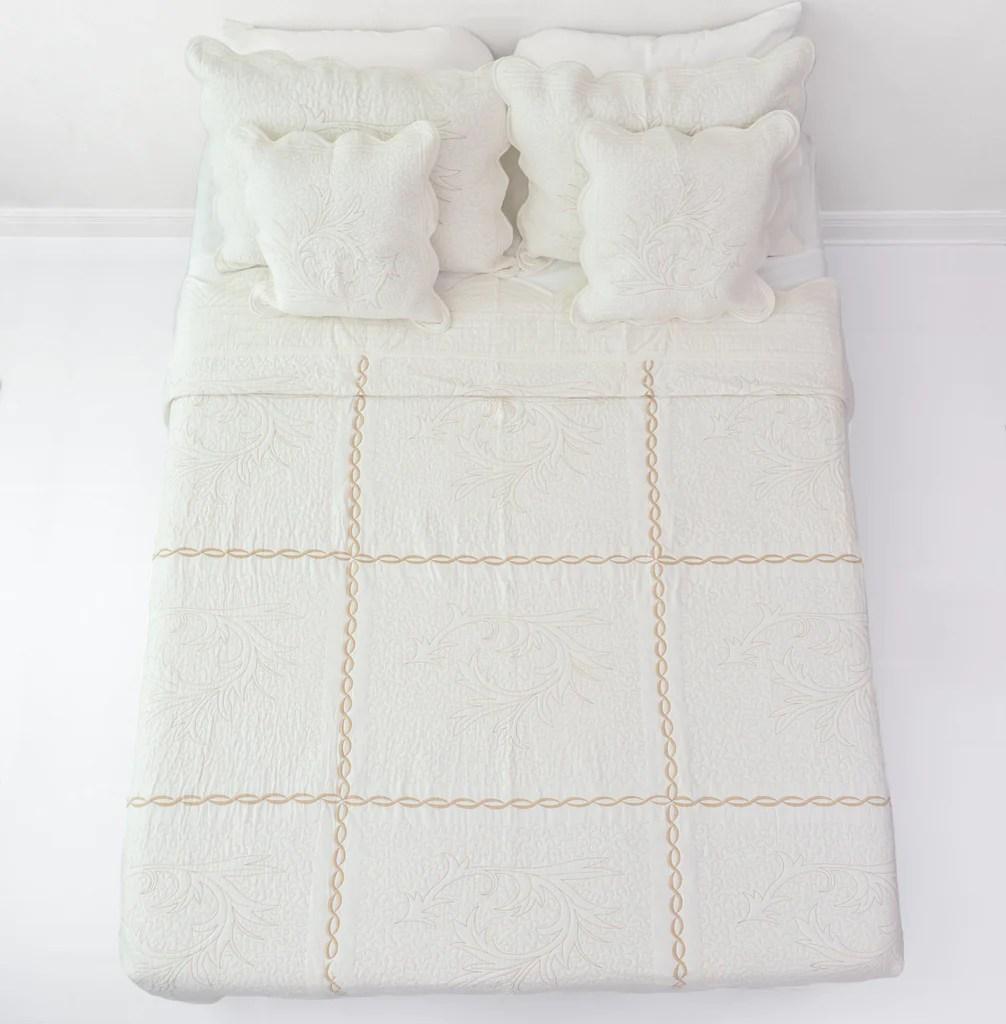 Dada Bedding Elegant White Gold Floral Vines Cotton Quilted Dada Bedding Elegant White Floral Beige Matelasse Cotton Coverlet Set