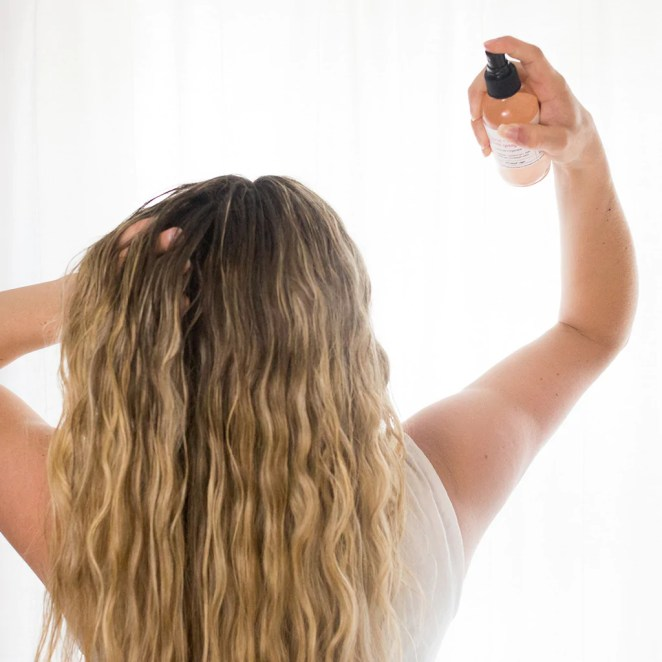 10 Heatless Ways To Add Texture And Volume Into Your Straight Hair