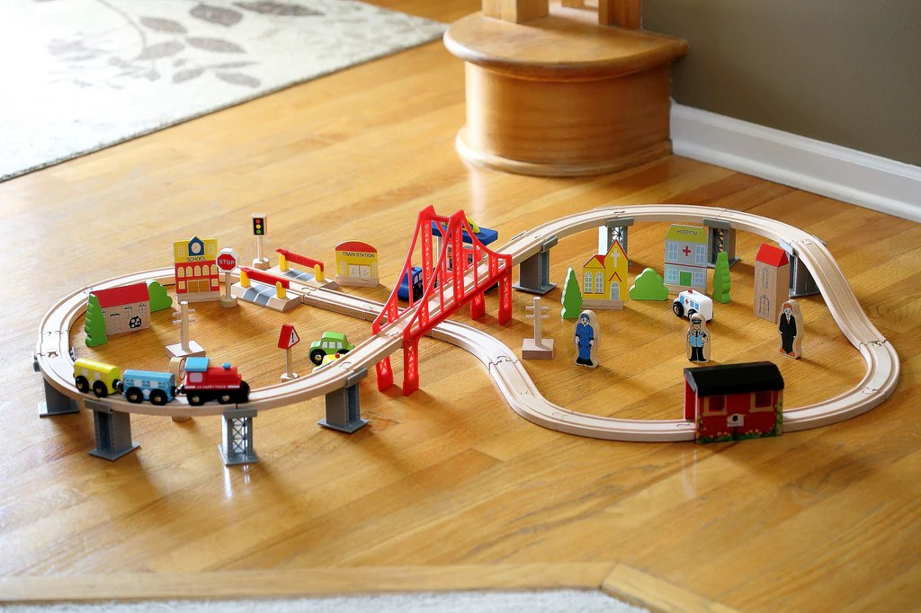 Perfect Classic Wooden 70 Piece Train Set Toys Gifts For