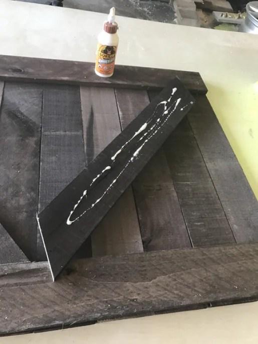 fd6 grande - Rustic V Wall Decor