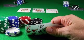 (在德州撲克中,您用兩張底牌和三張社區牌建造一手牌)