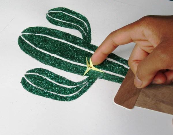 Pliage des épines en papier du cactus