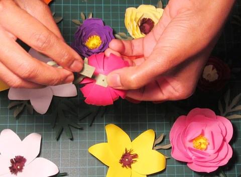 DIY Assemblage d'une fleur et de ses feuillages