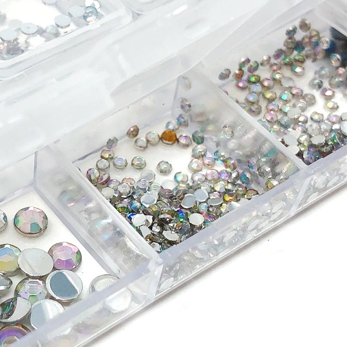 Wrapables Dazzling Nail Art Rhinestones Nail Manicure With Plastic Cas