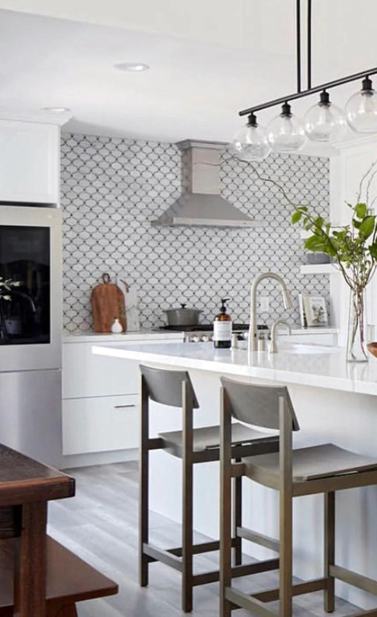 carrara arabesque tile with bardiglio dots