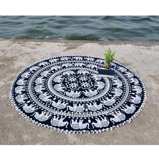 tapis de meditation mandala rond noir et blanc pause karma