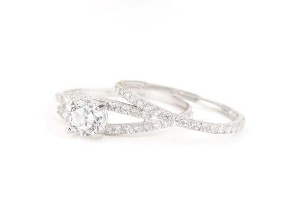 خاتم أبيض توينز عيار 18 بوزن 2 2 غرام مجوهرات سوار