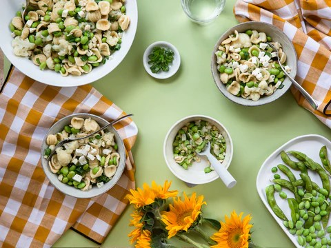 Family table setting ideas with props