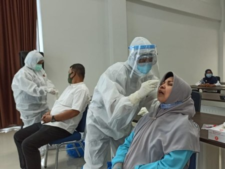 Indonesia Becomes Asia's New Coronavirus Hotspot, Asian Access Distributes Vitamins and Medicine to People in Isolation