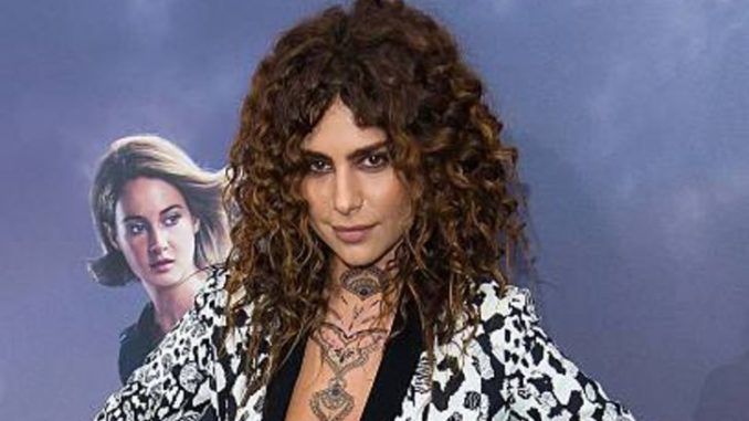 Nadia Hilker is single.