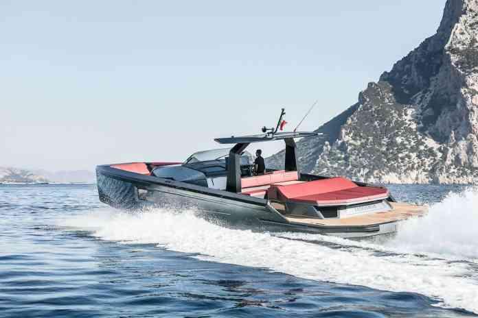 MAORI 54: Un ultra futurista yate del constructor de barcos italiano Maori Yacht.