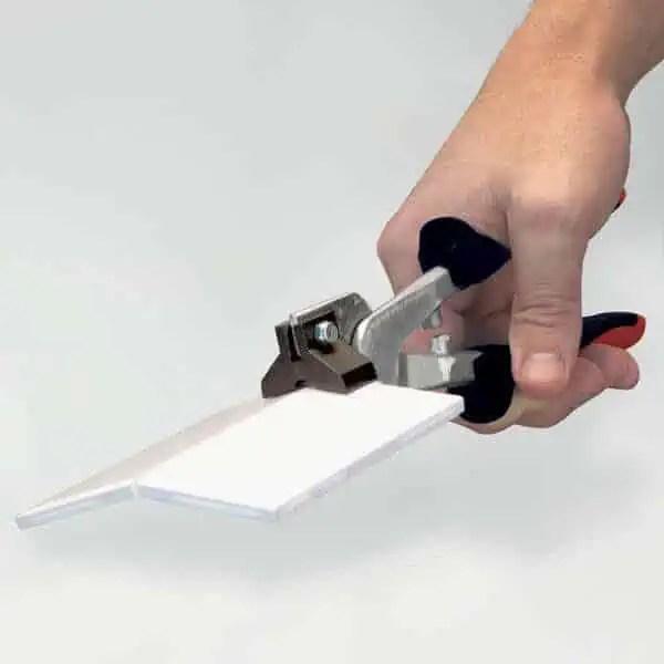 use marshalltown handheld tile cutter