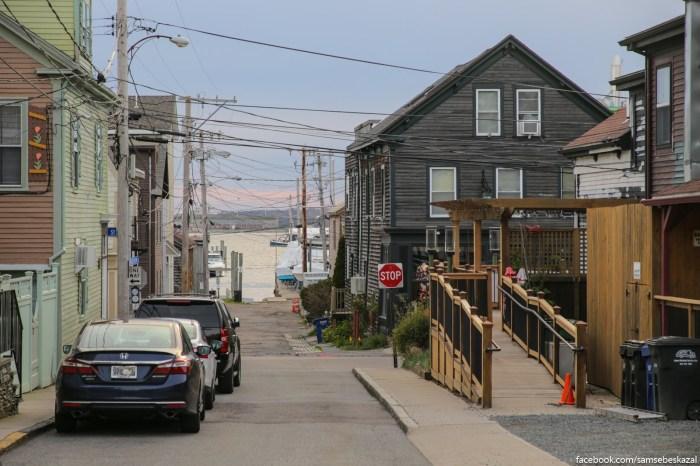 Ulica na kotoroj a zivu. Eto vse doma postroennye v konce 19-go, nacale 20-go veka. I ocenʹ tesnye i malenʹkie doma.