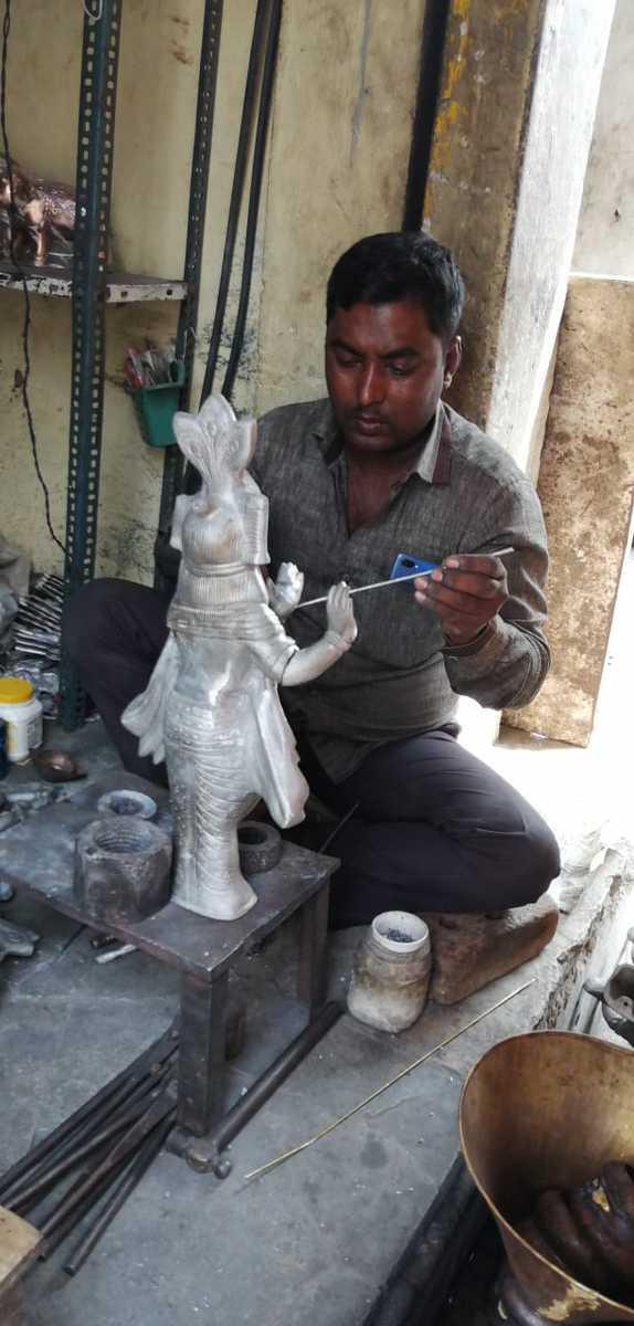 Muslims make metal statues, Hindus worship them