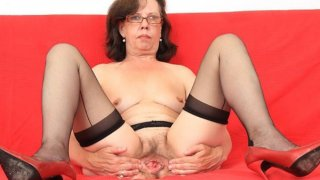 Tease and_cougar solo with a gorgeous_mature image