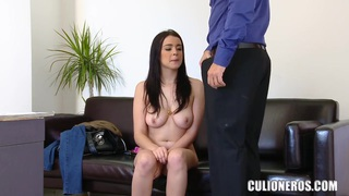 Teen porn curve Claudia Bomb demonstrates her oral_skills for camera image