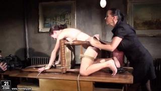 Office fuck of the sexy_secretary Kathia Nobili image