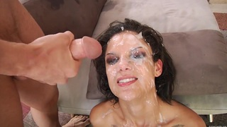 Bonnie Rotten gets roughly blowbanged image