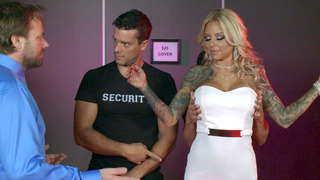 Image: Britney Shannon seduces the bouncers to let her inside the club