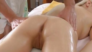 Image: Sexy babe knows how to make deepthroat blowjob