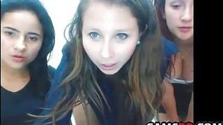 Grupo De Novinhas Mostrando A Buceta Na Webcam image