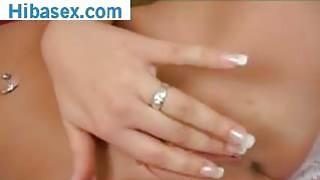 Blonde gros seins joue avec un gode dans son cul image