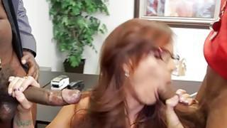 Hot_cougar_Syren_De_Mer_gets_double_penetrated image