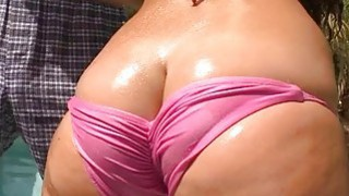 Skillful_chap_seduces_curvy_cutie_for_a_sex image