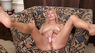 Image: OmaGeiL Hairy Granny Pussy Masturbation Fingering