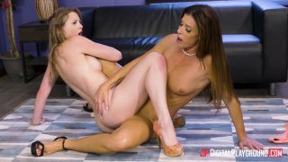 Sunny Lane and India Summer get into some slutty office business image