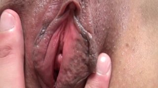 Big ass Japanese MILF gets fucked and creampied_in bed image