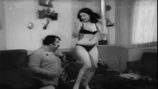 Image: Hot Iranian girls seduce their guy with a sexy dance