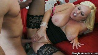 Image: Curvy bitch Alexis Golden reachs her orgasm