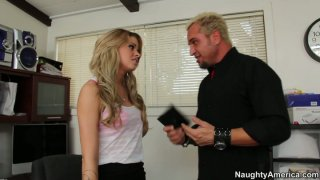 Magnificent babe jessa rhodes blows dick of the music producer | tugaia image