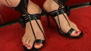 Image: Lick every inch of Lara Craft's sweet delicious feet